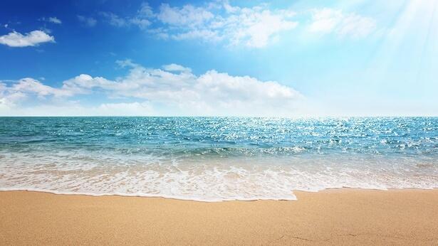 Την τρίτη ημέρα, ο λόγος του Θεού γεννά τη γη και τις θάλασσες και η εξουσία του Θεού κάνει τον κόσμο να ξεχειλίζει από ζωή
